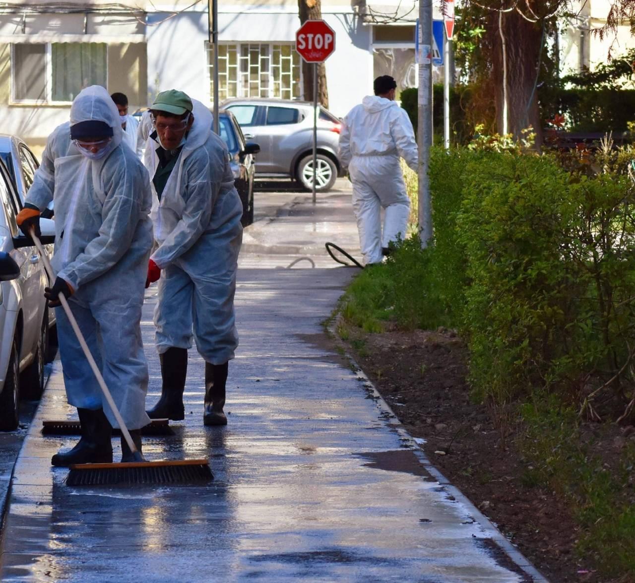 Igienizarea spatiilor publice din oras 20-04-08